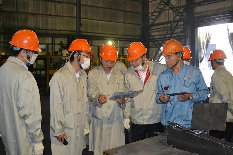 关于钢铁企业工作服要求